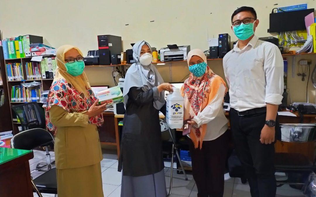 Cegah COVID-19, PENS Salurkan Disinfektan dan Masker Medis untuk Puskesmas
